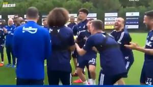Fenerbahçede Samatta takımla tanıştı, Caner Erkin kahkahalara boğuldu