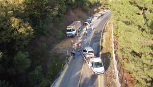 Hafif ticari araç, kamyona çarptı: 4 ağır yaralı