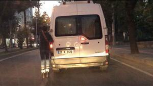 Diyarbakır'da patenli gencin tehlikeli yolculuğu kamerada