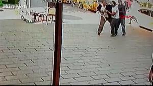 Esenyurt'ta taksi durağında silahlı kavga anı kamerada
