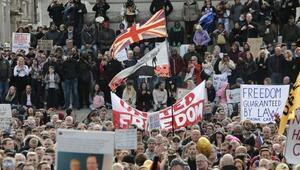 İngiltere'de Kovid-19 önlemleri karşıtı grup protesto düzenledi