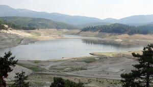 Yapraklı Baraj Gölünün çevresi çöplüğe döndü
