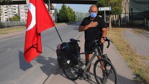 Türk kültürünü tanıtmak için bisikletiyle ülke ülke geziyor