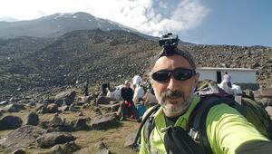 Ağrı Dağının zirvesinde 3 gün 2 gece kalan Dağcı, Türkiyenin 81 farklı zirvesine tırmanacak
