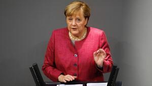 Merkel'den gelişmekte olan ülkelere aşı erişimi için 100 milyon dolar taahhüt