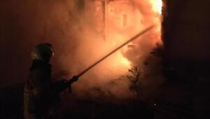 Burhaniye'de odunluk yangını