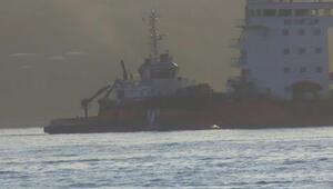 Boğaz'da arızalanan gemi sürüklendi