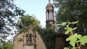 Samsunda defineciler, tarihi kiliseyi talan etti