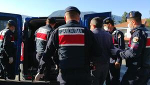 Karabükte muhtar ve oğlu ile yeğenini bıçaklayan 2 şüpheli tutuklandı