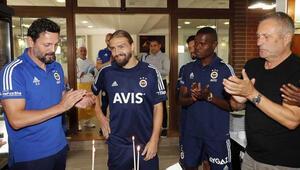 Fenerbahçede Caner Erkine doğum günü sürprizi