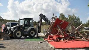 Zabıta ve emniyet güçlerinin nezaretinde 15 kaçak yapı yıkıldı