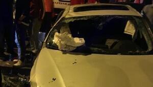 Maltepede lüks otomobil takla attı: 3 yaralı