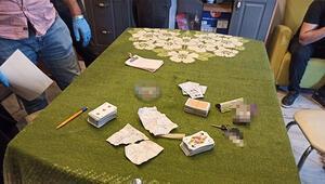 Kiraladıkları evde kumar oynayan 5 kişi yakalandı