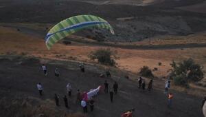 Şanlıurfa'da semaları yamaç paraşütüyle şenlendi