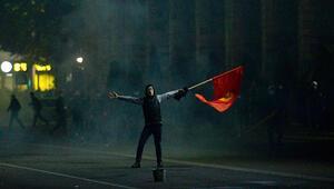 Kırgızistan karıştı Protestocular Atambayevi cezaevinden çıkardı