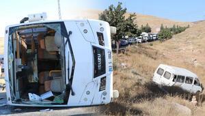 Feci kaza 3 işçi servisi ile 1 TIR çarpıştı…