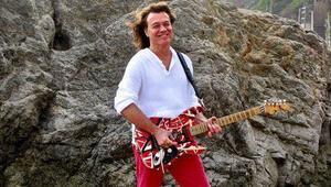 Dünyaca ünlü gitarist Eddie Van Halen hayatını kaybetti