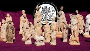 Myra- Andriake kazılarında 'yılın bulgusu' niteliğinde heykelcikler ortaya çıkarıldı