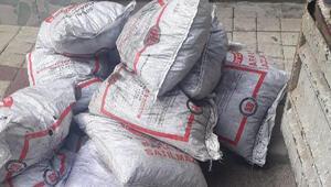 Yardım için verilen odun - kömürü sosyal medyadan satışa çıkardı