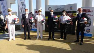 Mersin'de motosiklet sürücülerine kask hediye edildi