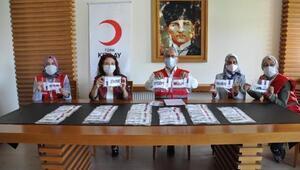 Engelliler ve ilkokula yeni başlayan öğrenciler için şeffaf maske ürettiler