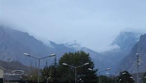 Sümbül Dağının zirvesi beyaza büründü
