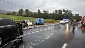 Van'da zincirleme trafik kazası; 3 yaralı
