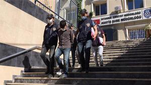İstanbul'da evlerden hırsızlık yapan ikiz kardeşler kamerada