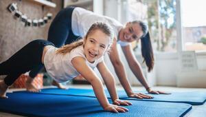 Online eğitim gören çocuklar için spor şart İşte 10 basit egzersiz…