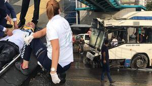 Son dakika haberler: Ankarada feci olay Belediye otobüsü üst geçit asansörüne çarptı