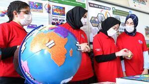 Lise öğrencileri geliştirdikleri sesli haritalarla ödül kazandı
