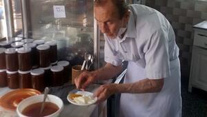 90 yaşındaki Eşref Dede 68 yıldır kahvaltı menüsü hazırlıyor