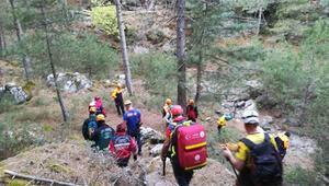 Dağda mahsur kalan 2 kişi, 12 saatte ulaşılarak kurtarıldı