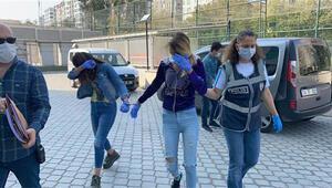 Altınları, bindirildikleri polis otosuna saklayan hırsızlar tutuklandı
