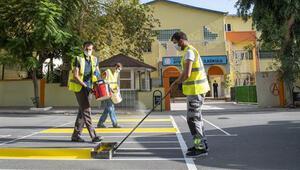 Mersin'de 520 okul önüne trafik uyarı levhaları yerleştirildi