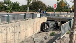Direksiyon hakimiyeti kaybolan otomobil kanala uçtu: 1 yaralı