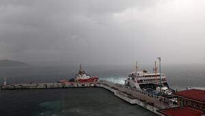 Çanakkalede sağanak Boğaz transit gemi geçişlerine kapatıldı