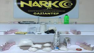 Uyuşturucu madde imalatı yapan işyerine baskın: 4 gözaltı