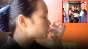 Çinde temizlik görevlisi, işini iyi yaptığını kanıtlamak için tuvalet suyu içti