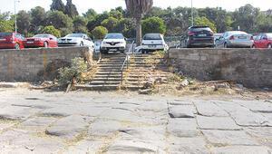 2 bin yıllık tarihi yol artık otopark