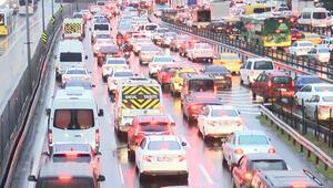 Son dakika haberler... İstanbul için çok çarpıcı trafik analizi: 1 saatin 45 dakikası trafikte eriyor