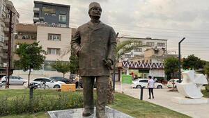 Milli şehit Kemal Bey'in büstü Kent Meydanı'ndaki anıt yerine yerleştirildi