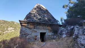 Marmaris'te piramit mezar harabeye döndü