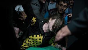 Ermenistanın mezarlıkta hedef aldığı sivillerin cenazeleri, saldırı ihtimaline karşı akşam defnedildi
