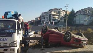 Kavşakta iki otomobil çarpıştı
