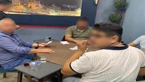Kahvehanede kumar oynayıp, kapalı alanda sigara içerken yakalandılar: 36 bin TL ceza