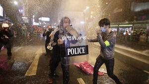 Taylandda protestolar sürerse sokağa çıkma yasağı ilan edilecek