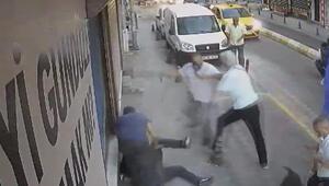 Kadıköyde taksicilerle köpekli gencin tekmeli yumruklu kavgası kamerada