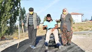 Engelli Ümitin evinin yolu asfaltlandı