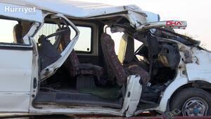 Diyarbakırda işçi minibüsü direğe çarptı: 2 ölü,  20 yaralı